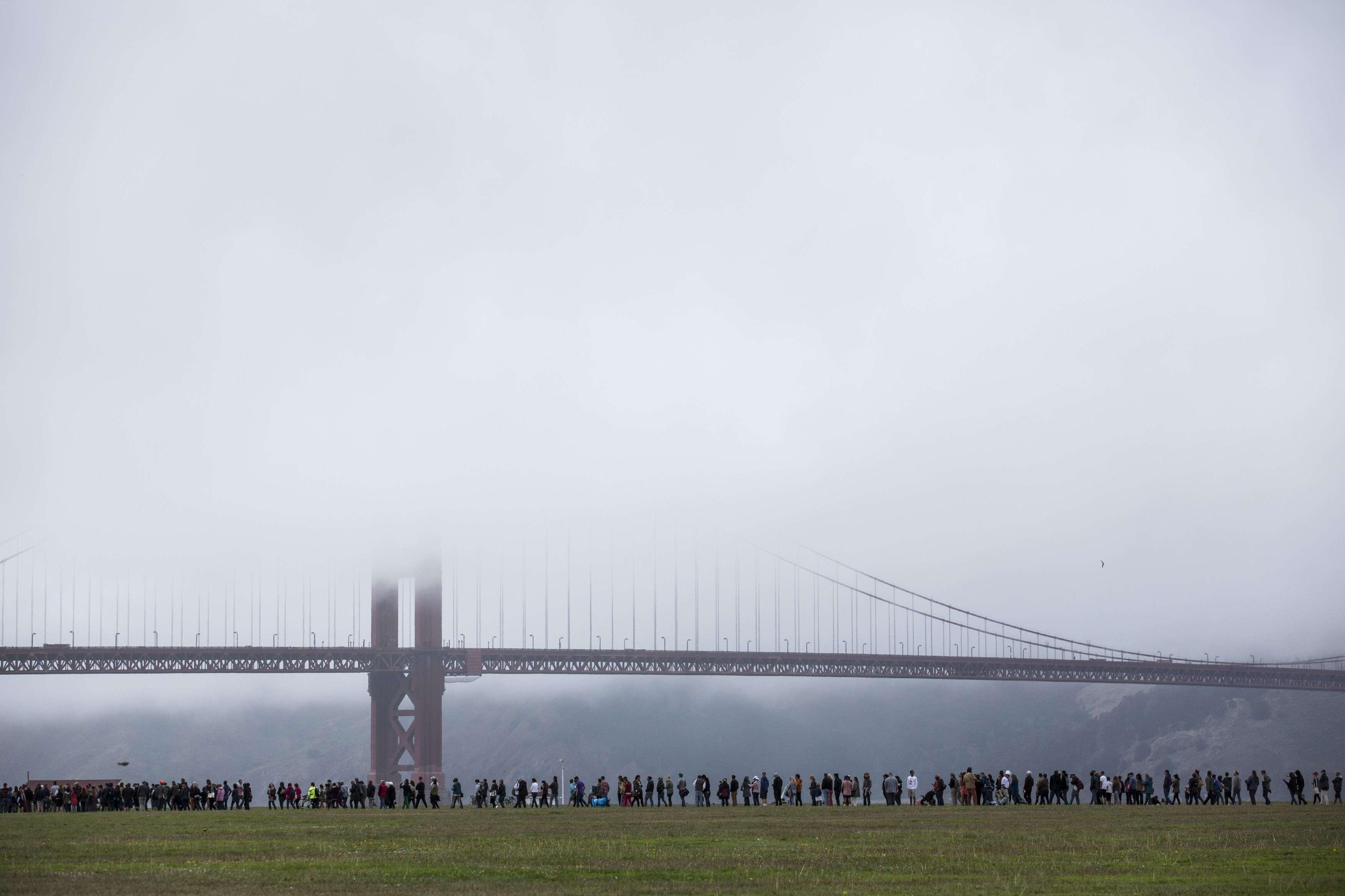 Des gens font la queue pour assister au rassemblement du sénateur à la base militaire Presidio de San Francisco, Californie, le 6juin, à la veille des primaires dans cet Etat.