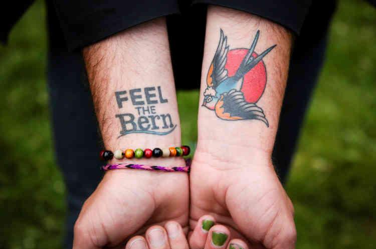 Un supporteur montre ses tatouages à San Francisco, en Californie, le 6juin.