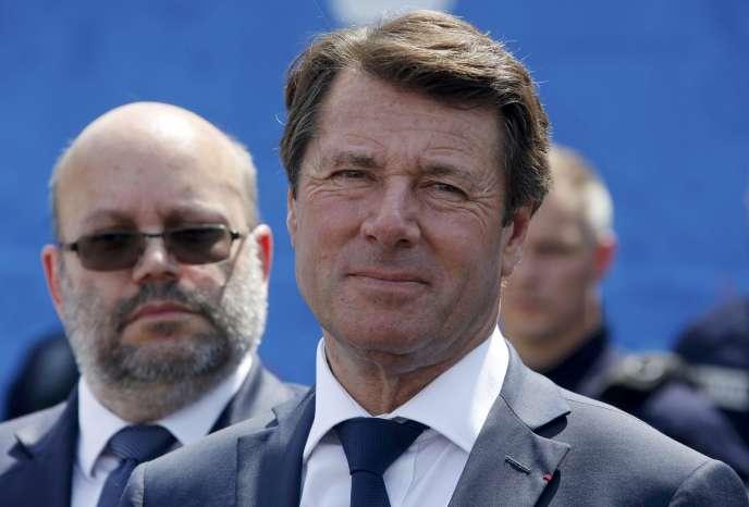 Xavier Bertrand et Christian Estrosi (photo) critiquent le gouvernement à cause de la mise en place, en2017, d'une nouvelle taxe pour financer les régions.
