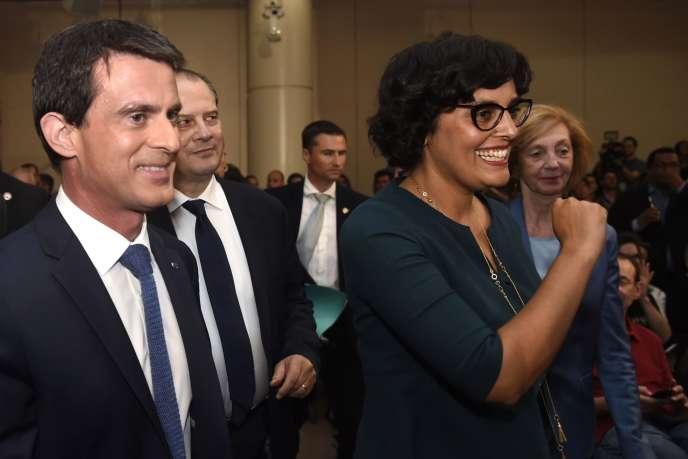 « En focalisant les débats sur l'article 2, même s'il est effectivement très nocif, on cherche insidieusement à nous mener à accepter docilement qu'avec un éventuel petit geste dans la rédaction de cet article 2, tout le reste « passe » comme une lettre à la poste» (Photo: Manuel Valls et Myriam El Khomri, le 8 juin, à Paris).