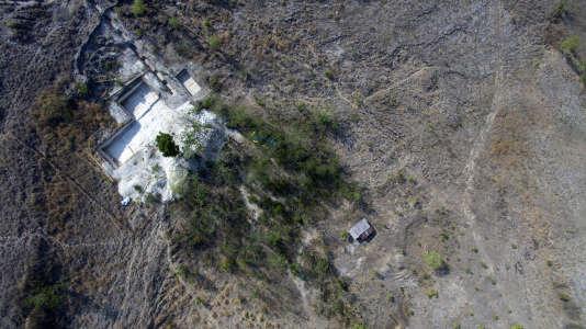 Vue aérienne du site de Mata Menge, sur l'île de Flores (Indonésie), où de nouveaux fossiles d'humains de petite taille, vieux de 700000 ans, ont été trouvés.