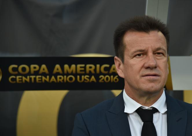 Dunga ne s'assiera plus sur le banc du Brésil. En tout cas pas de sitôt.