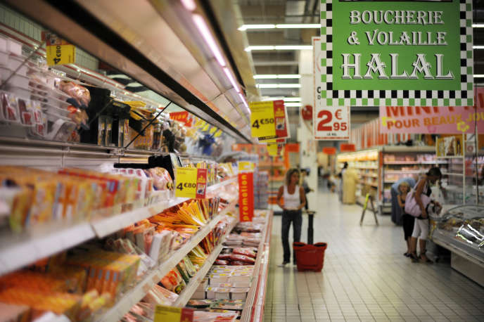 Rayonnage halal dans un supermarché d'Illzach (Haut-Rhin).