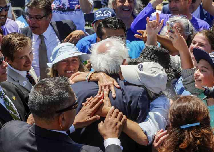 Bernie Sanders dans la foule lors du rassemblement au Ventura College, à Ventura, en Californie, le 26mai.