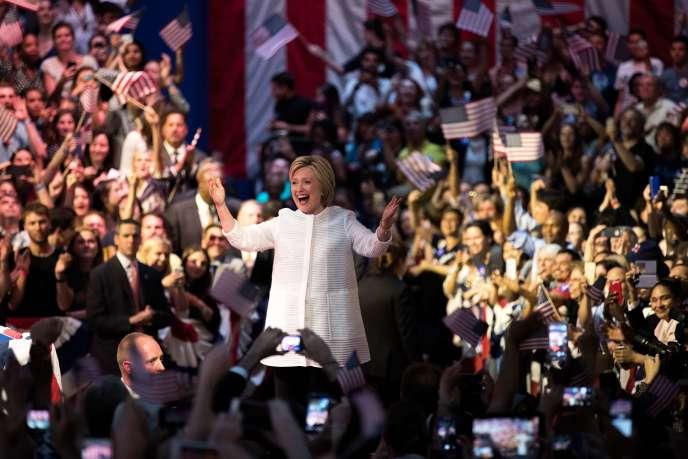 Hillary Clinton lors d'un discours à New York où elle a revendiqué sa victoire aux primaires démocrates, le 7 juin.