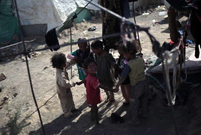 Des enfants dans un camp de déplacés près de Sanaa, au Yémen, le 8 juin 2016.
