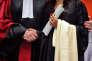 «L'entrée en master doit reposer, d'un côté, sur un projet personnel et professionnel réfléchi du candidat et, de l'autre, sur une équipe pédagogique qui établit les prérequis et les capacités d'accueil pour telle ou telle formation» (Photo: remise de doctorat à l'universitéPierre-et-Marie-Curie de Paris en 2009).