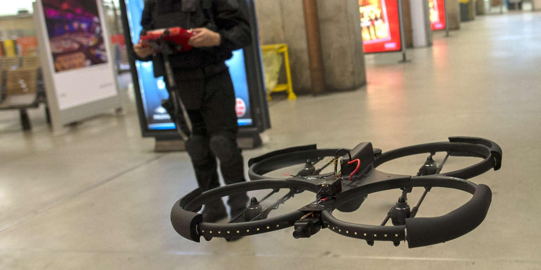 De Sous Surveillance Sont Armes Jouets Drones Ou GuerreLes XuZOkiP