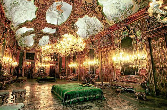 La galerie des glaces au sol orné de guépards, où fut tournée la scène du bal du« Guépard» de Luchino Visconti, en 1963.