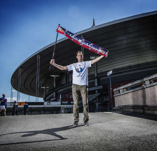 Fabien Marsaud, alias Grand Corps Malade, devant le Stade de France le 4 mai.