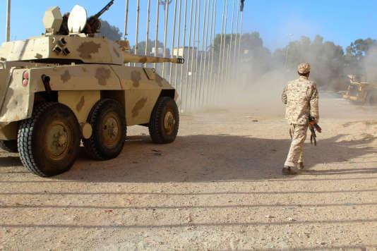 Des combattants fidèles au nouveau gouvernement libyen, à Syrte, le8juin.