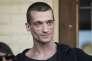 Piotr Pavlenski, mercredi 8 jui, à la sortie du tribunal Mechtchanski de Moscou.