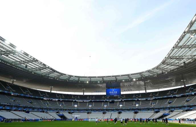 L'équipe de France s'entraîne au Stade de France, à Saint-Denis, le8juin2016, deux jours avant le début de l'Euro de football.