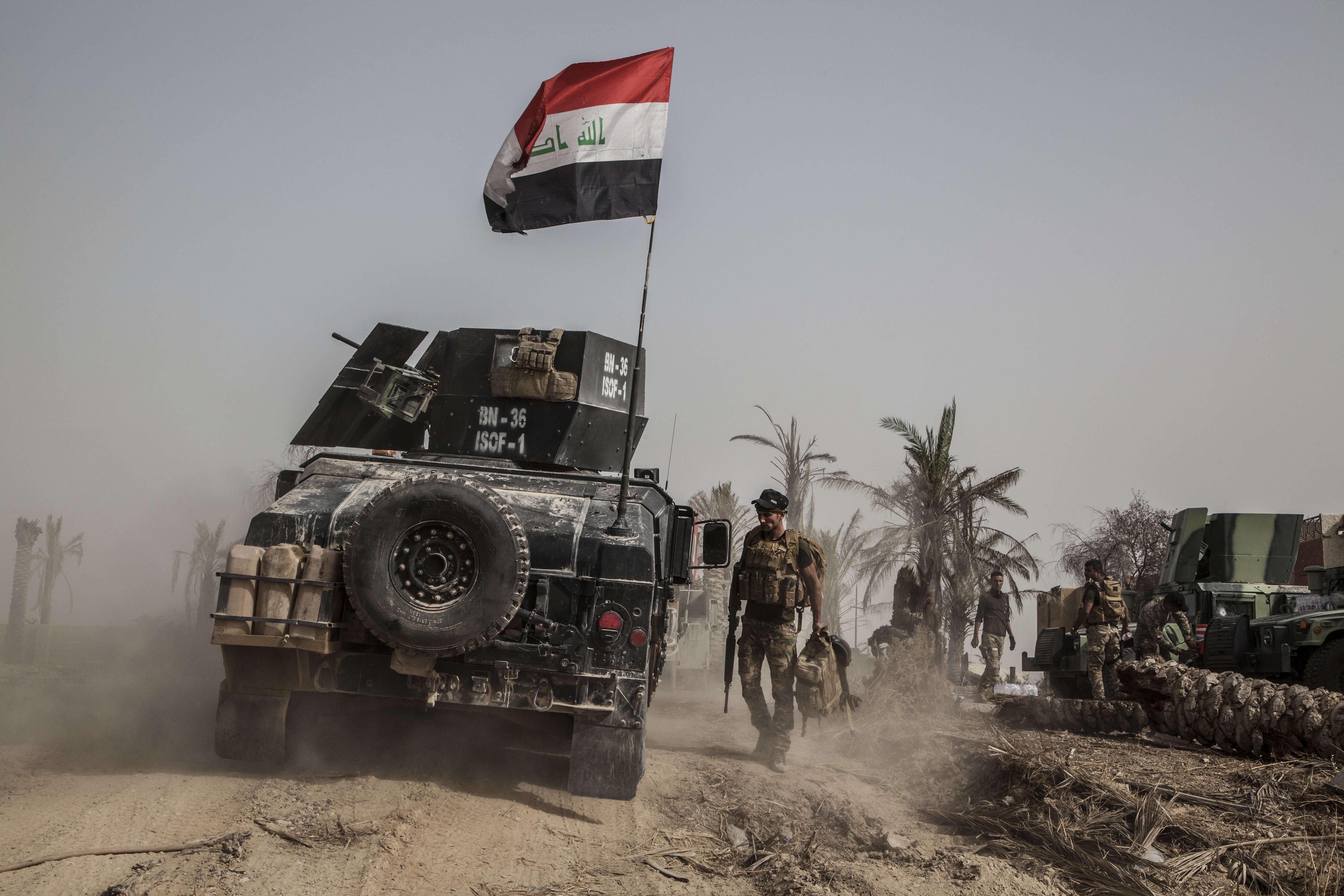 La « Golden Division », l'unité d'élite des forces antiterroristes irakiennes (ICTF) –que les Irakiens nommaient « Dirty Division » sous le gouvernement du premier ministre Maliki à cause d'un comportement qu'ils comparaient à celui des forces américaines–regagne l'estime des Irakiens depuis ses victoires contre l'EI, comme à Ramadi ou à Tikrit.