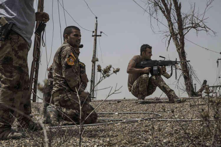 Le major Salam et le chef des unités de la police d'Anbar s'approchent de la route qui mène droit à l'entrée sud de Fallouja. La voie est à découvert, mais ils décident d'y faire passer la colonne pour être face à la ville le soir même.
