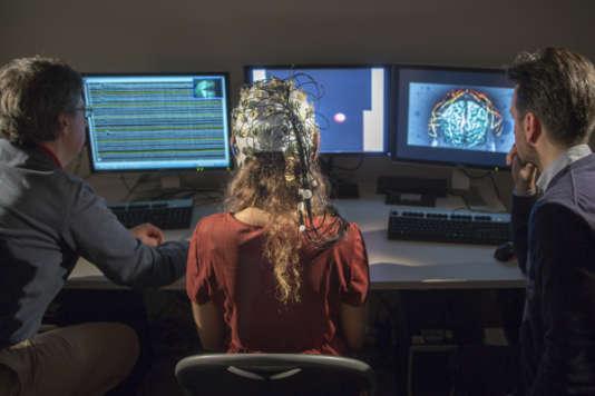 Une équipe du projet Aramis, auquel collabore l'Inria, travaille sur le contrôle du curseur à l'écranpar la pensée.