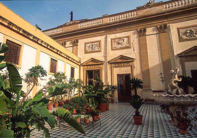 Le Palais Gangi, au centre de Palerme, appartient à la princesse et au prince Vanni Calvello Mantegna. Ici la terrasse.