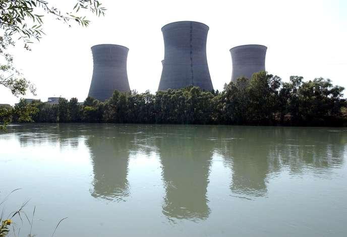 La centrale nucléaire de Bugey, sur le Rhône, le 11 août 2003.