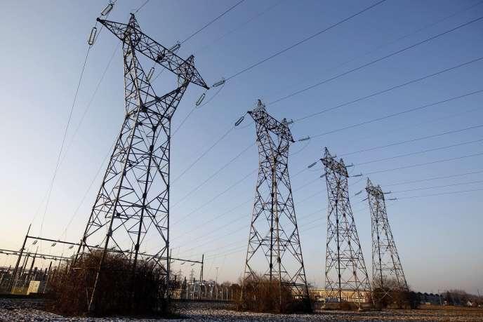 «La baisse des prix de gros ne provient pas d'une baisse des coûts de production de l'électricité en général, mais seulement de la baisse des coûts de l'électricité marginale»(Photo:lignes à haute tension à Strasbourg, 2012).