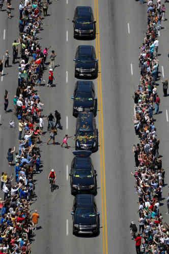 Les limousines transportaient les nombreux enfants et petits-enfants de Mohamed Ali, ainsi que des personnalités choisies pour porter son cercueil : l'acteur Will Smith et les anciens champions du monde de boxe Lennox Lewis et Mike Tyson.