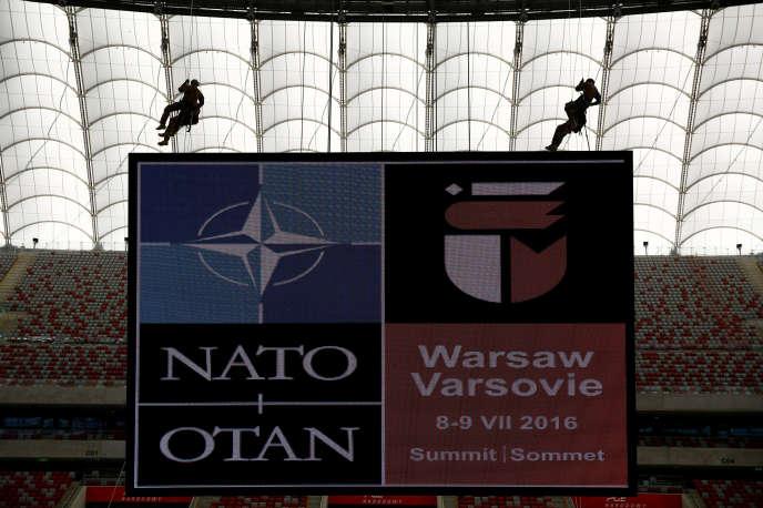 Exercices militaires à Varsovie (Pologne) le 24 mai avant le sommet de l'OTAN qui se déroulera en juillet.