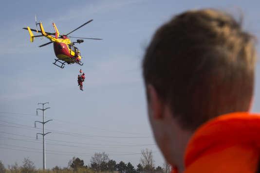 """Un Eurocopter EC145 """"Dragon"""" de la sécurité civile, à Valenton, lors de l'exercice Sequana, le 12 mars."""