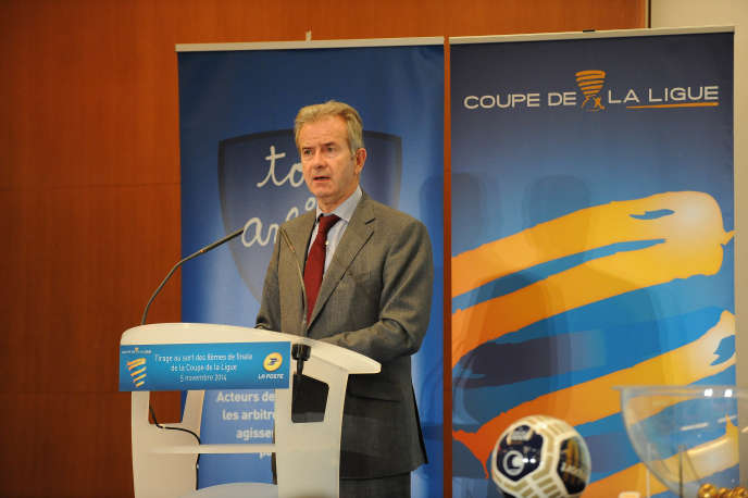Jean Pierre Hugues , alors directeur general  de la ligue professionelle de football à Paris en 2015.