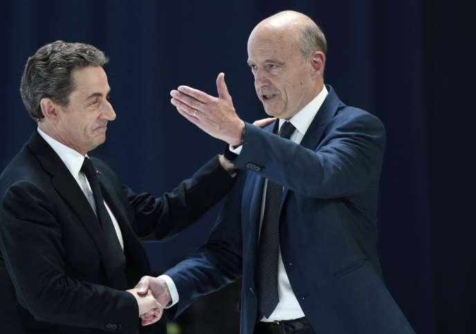 Nicolas Sarkozy et Alain Juppé, le 30 mai 2015, lors du congrès de refondation du parti Les Républicains (LR).