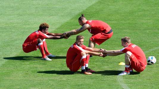 (L-R) Austria's midfielder David Alaba, forward Lukas Hinterseer, forward Marko Arnautovic, and defender Florian Klein take part in a training session in Mallemort, southeastern France, on June 10, 2016, prior to the beginning of the Euro 2016 football tournament. / AFP / TOBIAS SCHWARZ