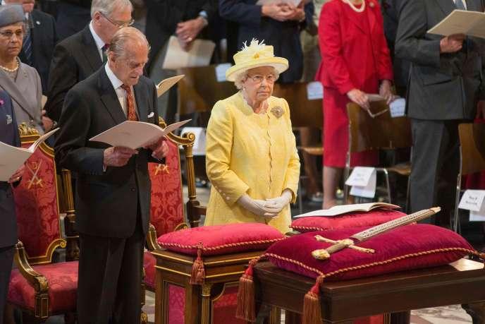 La reine Elizabeth II et le prince Philip lors de la cérémonie à la cathédrale Saint Paul de Londres vendredi 10 juin.