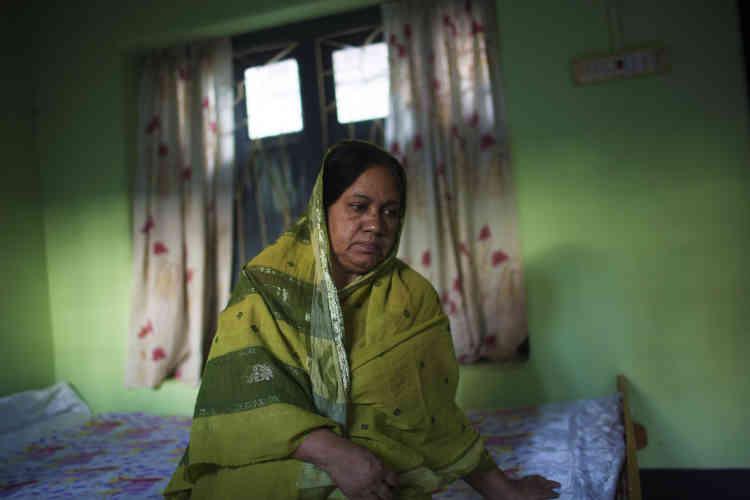 La veuve de Rezaul Karim Siddique évoque son mari : « Il passait son existence dans ce tout petit monde, ses étudiants, sa cithare et ses livres. Il était bon musulman. Pourquoi s'en sont-ils pris à lui ? »