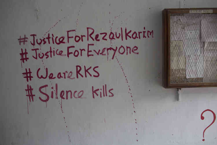 Des graffitis sur un mur de l'université :« Nous sommes Rezaul Karim Siddique».