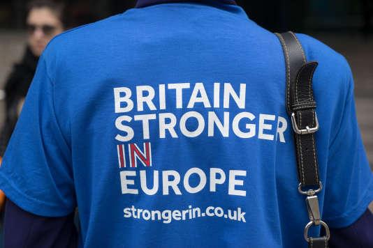 Campagne pour le référendum du 23 juin 2016 pour lequel les Britanniques choisiront de sortir ou de rester dans l'Union européenne