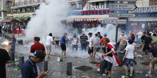 Scène de violence sur le Vieux-Port à Marseille à l'issue du match de l'Euro 2016 opposant l'Angleterre à la Russie.