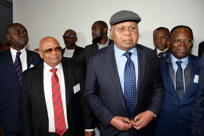 Etienne Tshisekedi, président de l'UDPS, accompagné de Raphaël Katebe Katoto(gauche), à l'issue de la réunion de l'opposition congolaise qui s'est tenue au Château du Lac, dans la banlieue chic de Bruxelles, les 8 et 9 juin 2016.