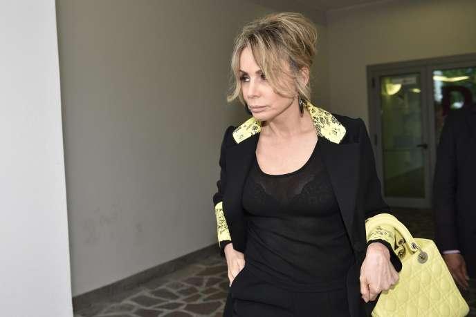 Marina Berlusconi, qui rend ici visite à son père à l'hôpitalSan Raffaele à Milan le 11 juin 2016,est la mieux placée pour prendre les rênes de l'empire audiovisuel de l'ex-Cavaliere.