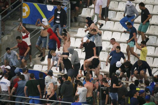 Dans les tribunes du Stade-Vélodrome, à Marseille, samedi 11juin, à la fin du match Angleterre-Russie.