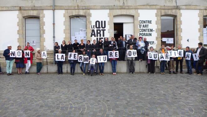 Manifestation de soutien au centre d'art contemporain LeQuartier à Quimper (Finistère).