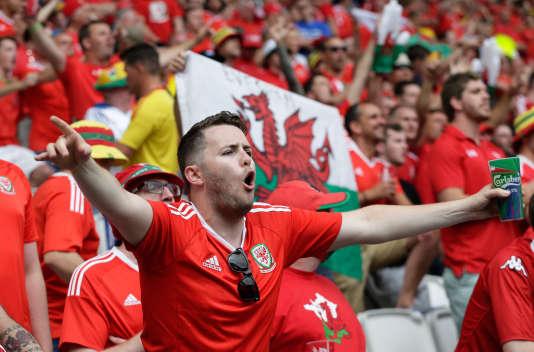 Des supporteurs gallois lors du premier match de leur sélection face à la Slovaquie, samedi 11 juin à Bordeaux.