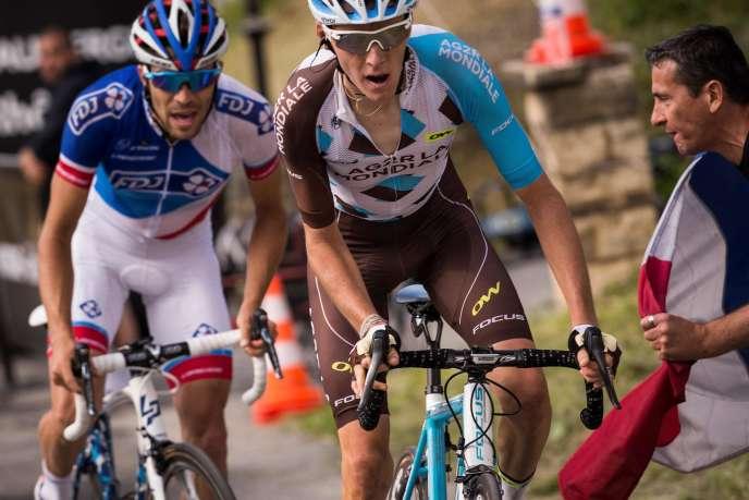 Les deux grands espoirs du cyclisme français se sont disputés la victoire / AFP / LIONEL BONAVENTURE