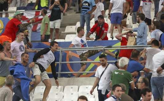 De brèves échauffourées ont éclaté entre supporteurs à la fin du match.