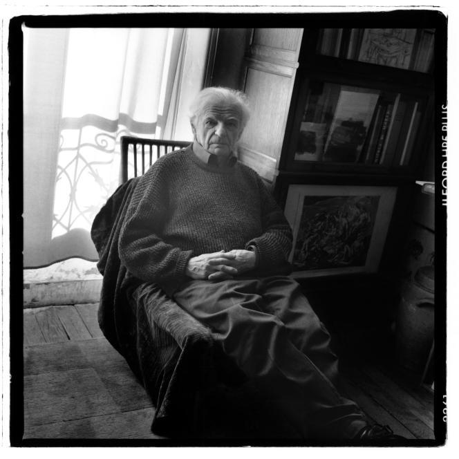 France, Paris, 2001 Portrait d'Yves Bonnefoy, écrivain, essayiste et critique d'art français.