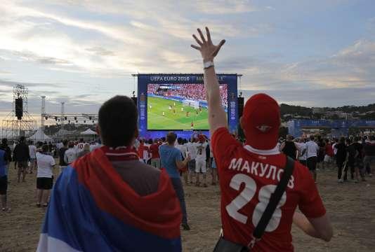 Des supporteurs russes dans la fan-zone de Marseille, le11juin 2016.