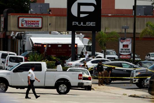 Les forces de police déployées aux abords du Pulse, haut lieu gay d'Orlando et théâtre d'une fusillade meurtière dans la nuit du11 au12juin 2016.