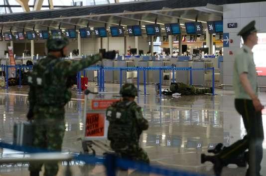 Quatre personnes ont été légèrement blessées, le 12 juin, dans l'explosion d'une bombe artisanale dans le principal aéroport international de Shanghaï.