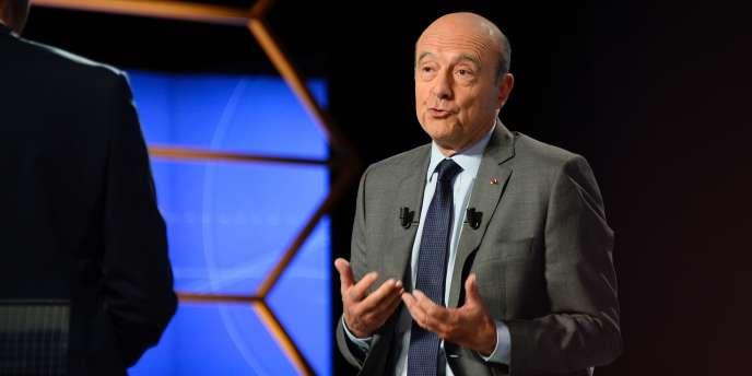 Alain Juppé, maire de Bordeaux (Les Républicains), candidat pour la présidence de la République en 2017. Le 12 juin sur le plateau de TF1, à La Plaine-Saint-Denis.