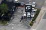 Des enquêteurs sur le lieu de l'attaque, le Pulse, la boîte de nuit gay à Orlando, en Floride, le 12 juin.