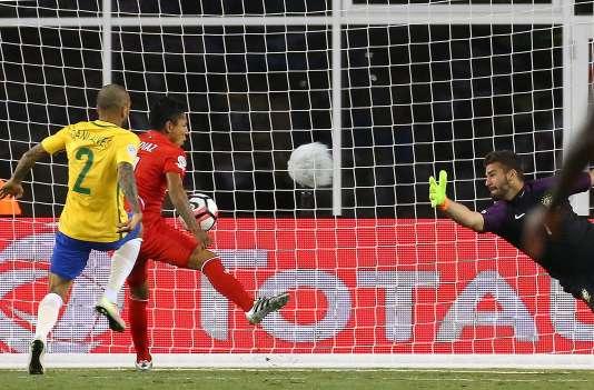 Accusé d'avoir marqué le but victorieux avec la main, le joeur péruvien RaulRuidiaz a assuré après la rencontre avoir touché le ballon avec la cuisse.