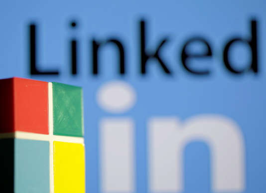 Le logo LinkedIn et Microsoft.