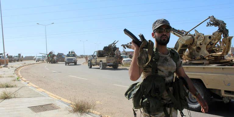 Les forces loyales au gouvernement d'union nationale libyen progressent à Syrte, le principal bastion de l'organisation Etat islamique (EI) dans le pays, le8juin.